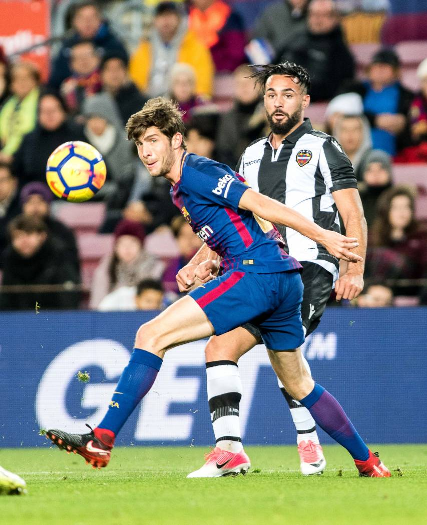 Re-live the best photos of the contest between FC Barcelona and Levante UD