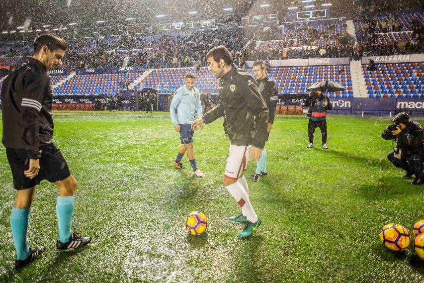 Photos of the postponed match between Levante UD and Rayo Vallecano