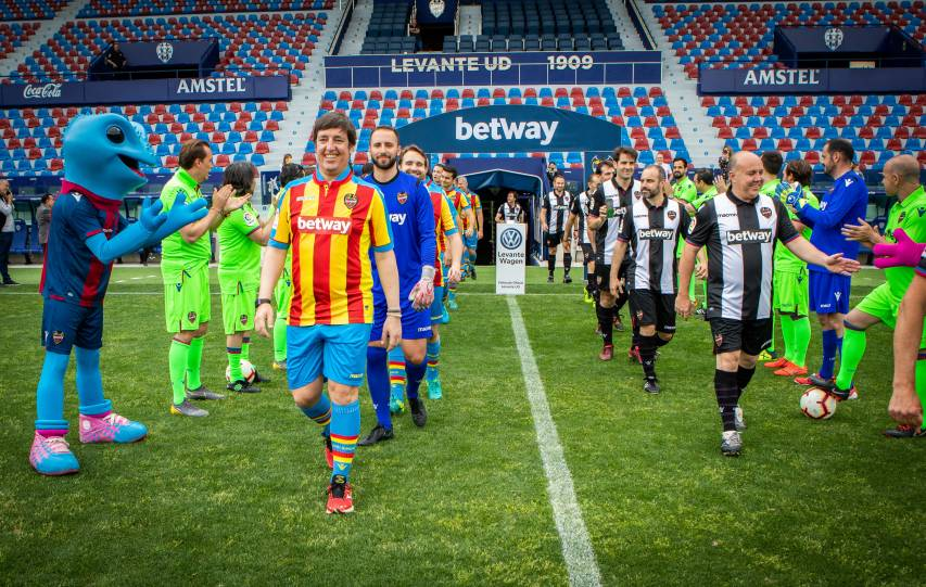In pictures: Levante UD, together with their sponsors and the press during Corporate Press Day